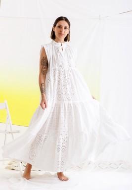 فستان أبيض ماكسي برفرفات