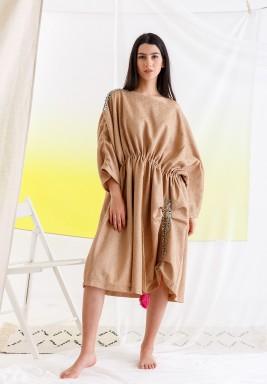 فستان كراميل بشراشيب فوشية