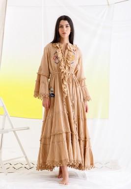 فستان خوخي مطرز برفرفات وشراشيب