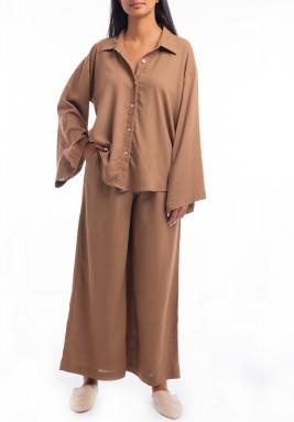 طقم بني قميص وبنطال واسع