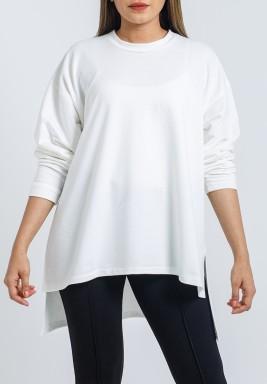 بلوزة بيضاء سادة متباينة الطول