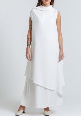 فستان أبيض متعدد الطبقات بدون أكمام