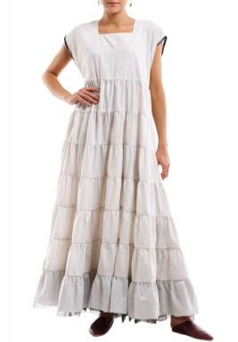 فستان أبيض مخطط بحاشية تول سوداء