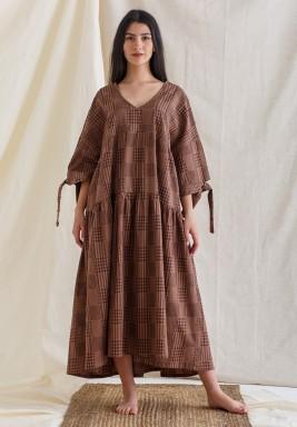 فستان بني كاروهات